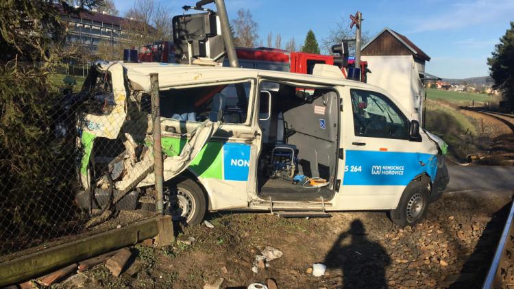 Policisté vyšetřující nehodu sanitky v Čenkově čekají na posudky