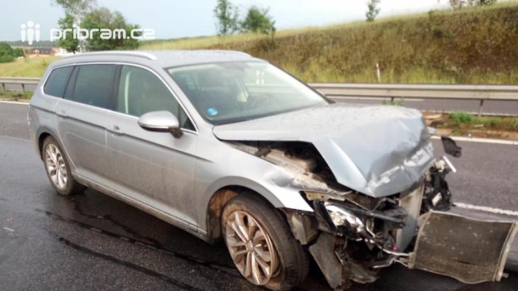Zapršelo: Na dálnici odstraňují následky tří dopravních nehod