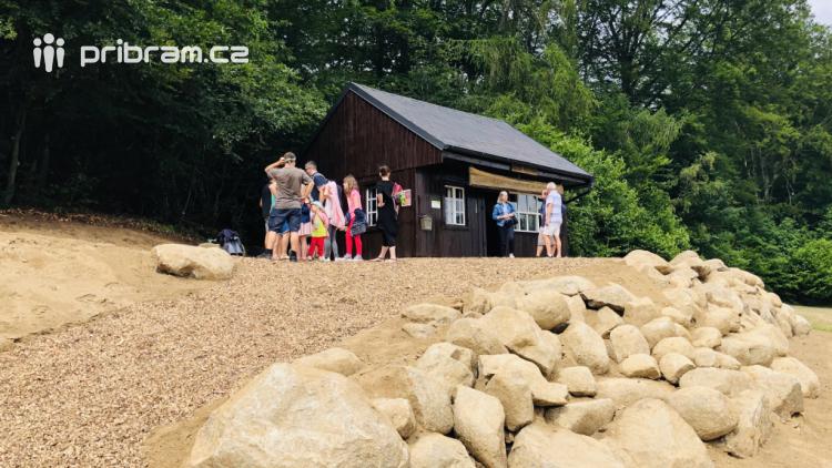 Původní poštovna ze Sněžky se přestěhovala na vrchol Monínce, dnes byla otevřena