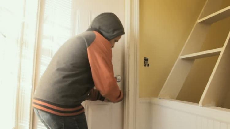 Nová doba: Zloději kradou už i montérky