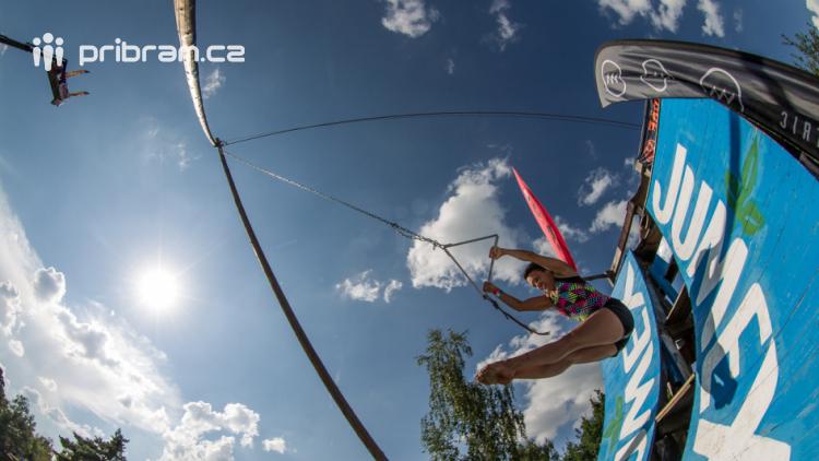 Vyšší skoky, zahraniční hvězdy a spousta zážitků.  Highjump představuje kompletní program. SOUTĚŽ