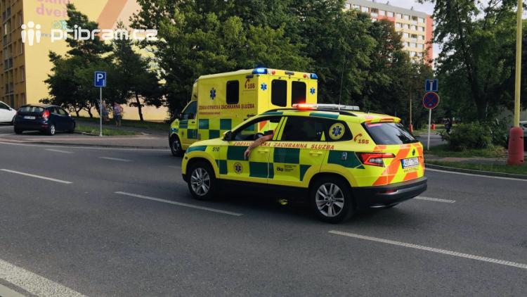 Aktuálně: V Příbrami bylo sraženo dítě, vběhlo řidiči pod kola