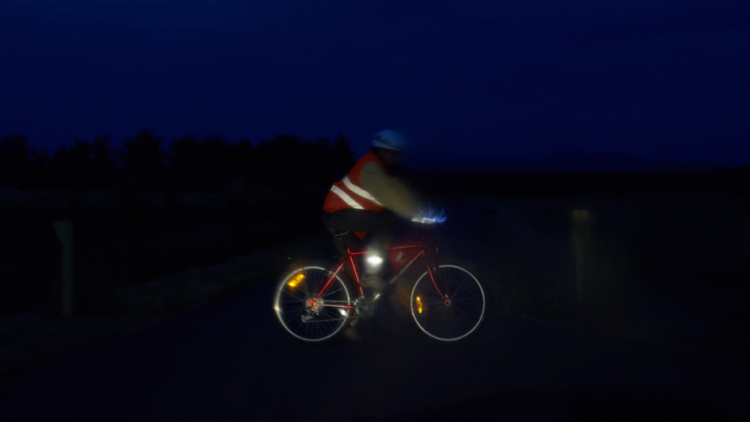 Jezdíte na kole za šera? Buďte vidět
