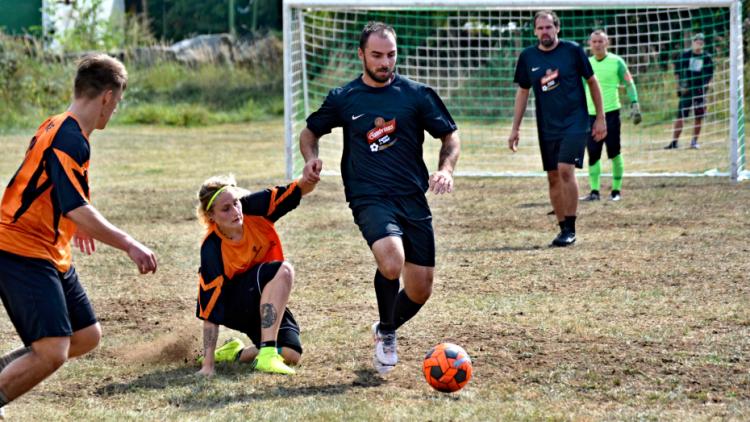 V Kozárovicích dali o víkendu přednost sportu, v Březnici pouťovému veselí
