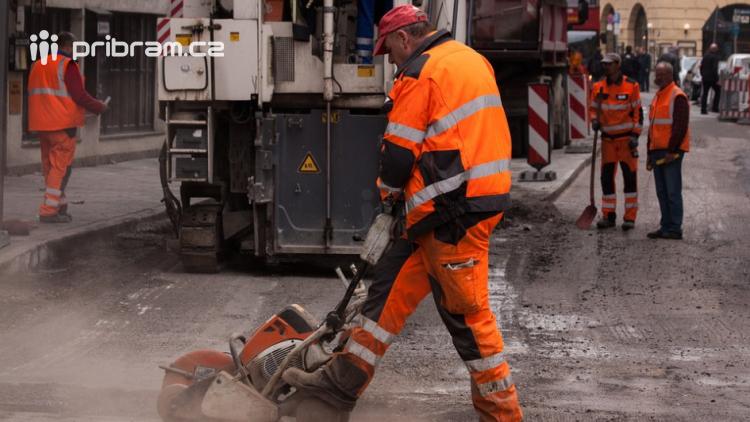 Silničáři opravili po letošní zimě téměř 100 kilometrů silnic
