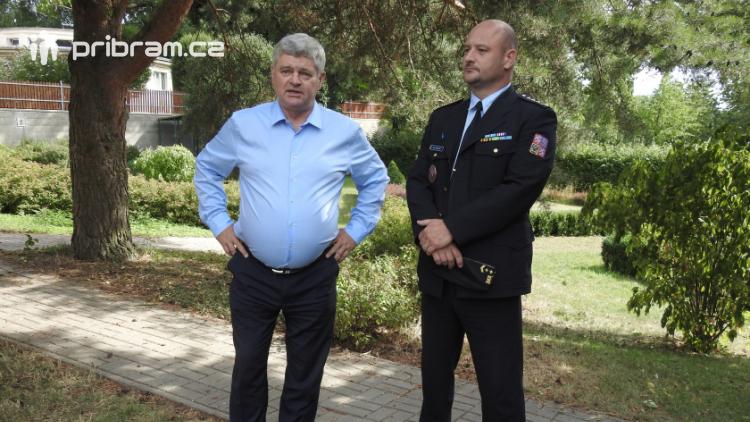 Zaměstnanci Věznice Příbram navštívili léčebnu Bukovany, odsouzení předali dětem vlastnoručně vyrobené dary