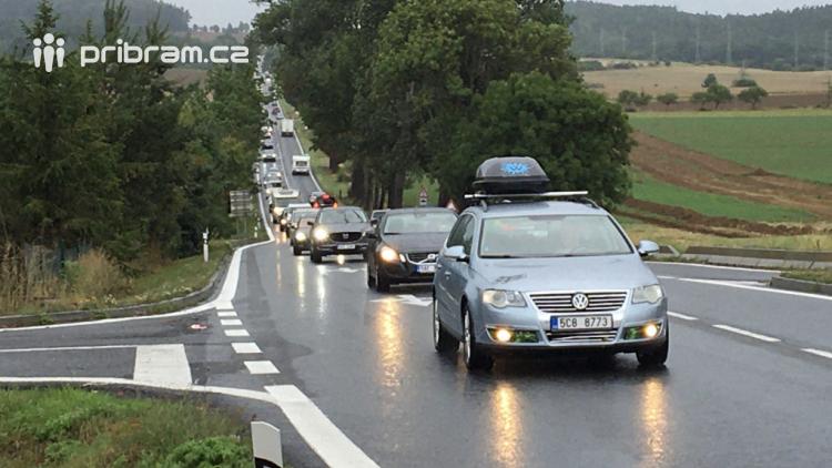 Drobná nehoda způsobila dopravní kolaps na Strakonické