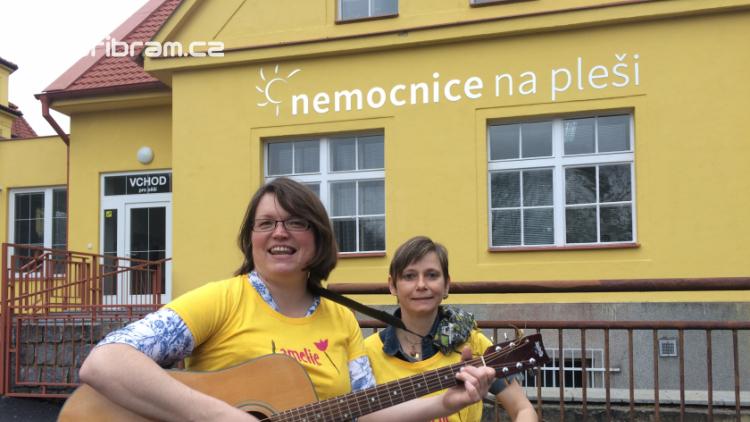 Dobrovolníci pomáhají v Nemocnici Na Pleši onkologicky nemocným pacientům