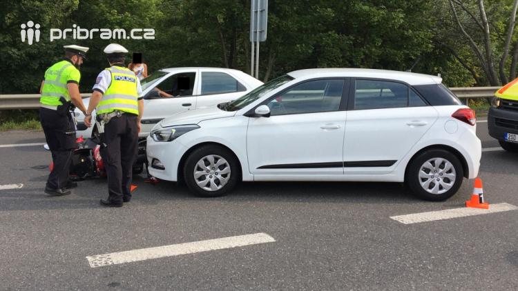 Na Evropské byl sražen motorkář, doprava v místě kolabuje