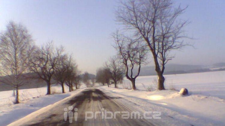 Středočeské silnice jsou dnes s opatrností sjízdné
