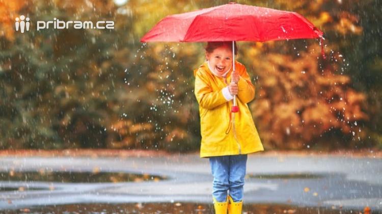 Tropickou neděli vystřídají bouřky a přívalové deště