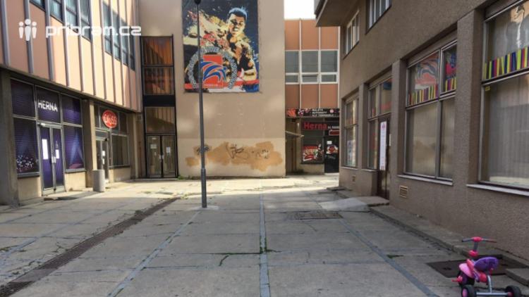 Rekonstrukce Křižáků znemožní třem vlastníkům vjezd přímo k jejich objektům