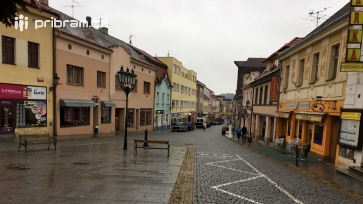 Nakupujete v Pražské ulici, nebo na periferii města?