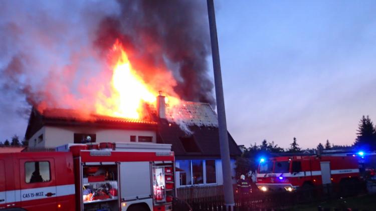 Požár rodinného domu ve Voznici způsobil dvoumilionovou škodu