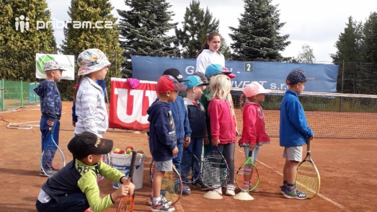 Příbramský tenisový klub Roja nedostal dotaci, přesto děti o vánoční turnaj nepřijdou