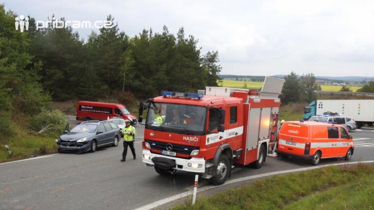Dopravní nehoda u Dobříše si vyžádala zranění