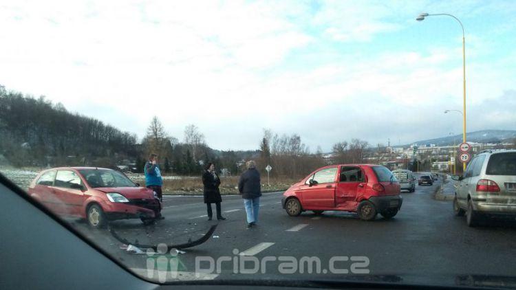 Na Evropské se srazila dvě auta
