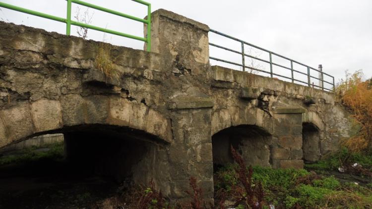 Dobříš přijde o historický kamenný most. Byl postaven jako zmenšená replika Karlova mostu
