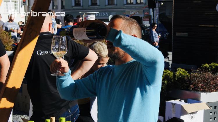 V Příbrami teklo víno proudem