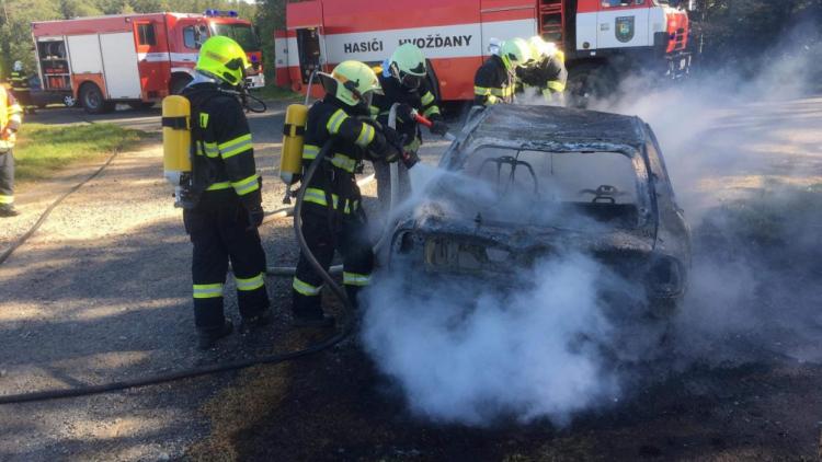 Žhář nebo souhra náhod? Druhé zapálené auto na Příbramsku