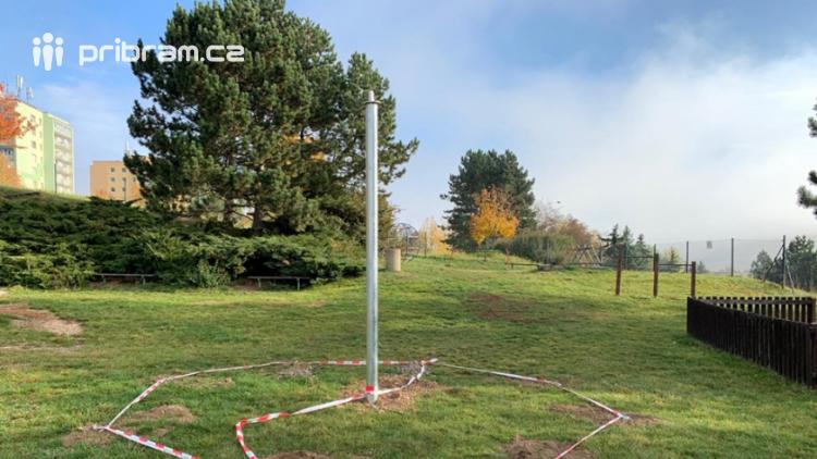 Hřiště ve Školní ulici bude mít novou lanovou pyramidu