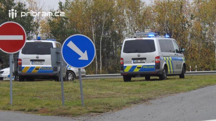 Řidič (83) se řítil dálnicí v protisměru. Způsobil dopravní nehodu