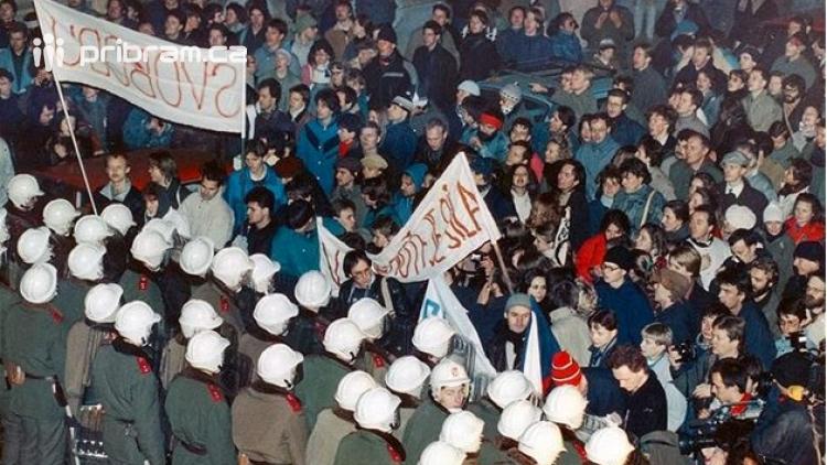 Češi si připomínají výročí třiceti let od sametové revoluce