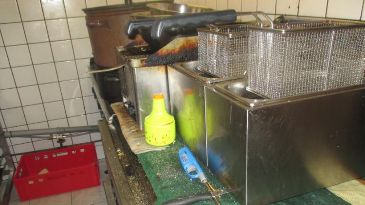 Nepořádek a prošlé potraviny: Hygienici opět navštívili Hospůdku U Chocholouška