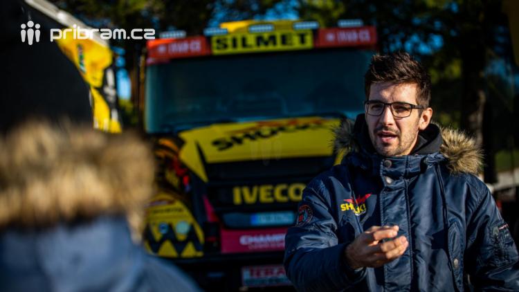 Macíkův Karel i Brabcova Anežka už plují na Rallye Dakar