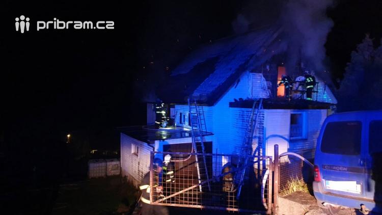 Rodinný dům zachvátily plameny