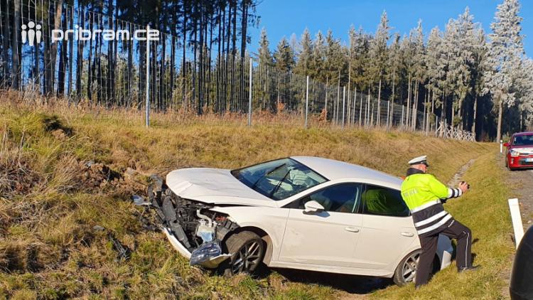 Sjezd na Strakonickou omezila dopravní nehoda