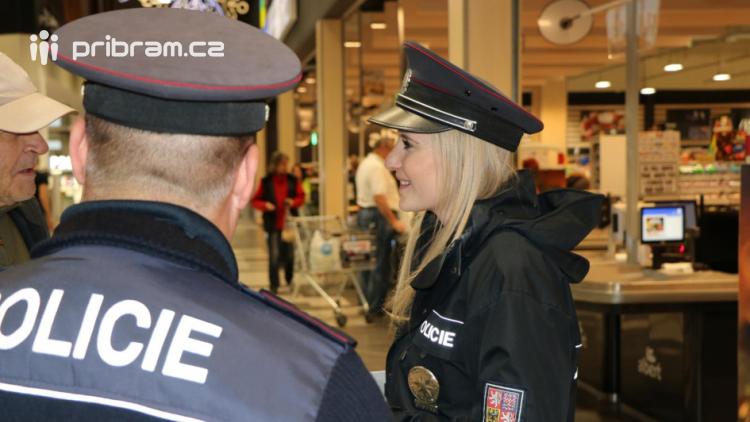 Policisté zintenzivňují kontroly obchodních center