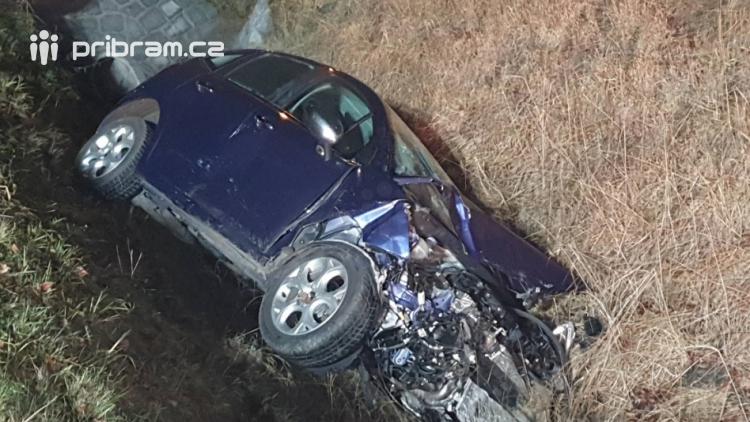 Vážná nehoda uzavřela hlavní tah na Plzeň, v místě přistál vrtulník