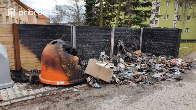 Neznámý vandal se vyřádil na kontejnerech. Škoda přesahuje padesát tisíc