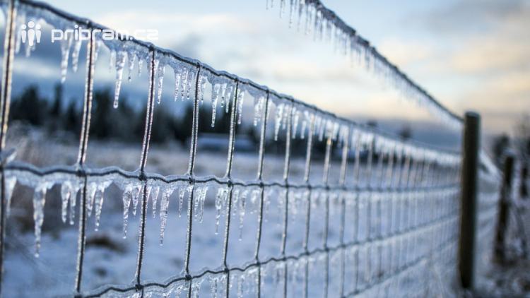 O víkendu se ochladí. Udeří mrazy, sníh napadne i v nížinách