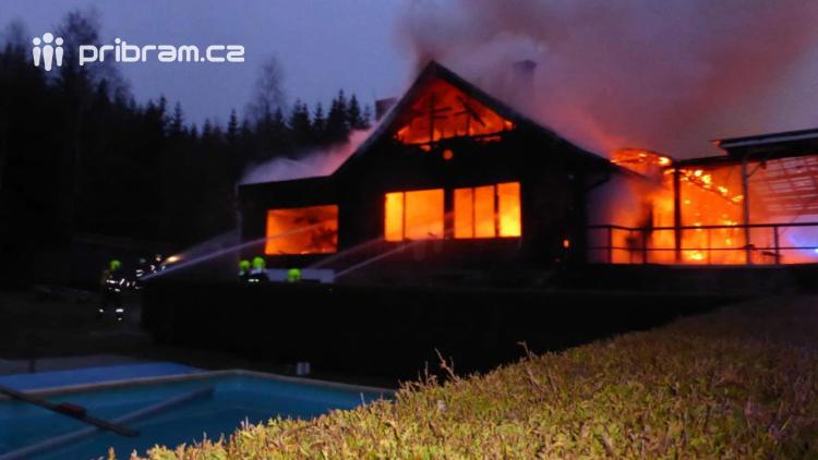 Příčina požáru ve Věšíně zatím není určena. Možná je nedbalost i úmyslné zapálení