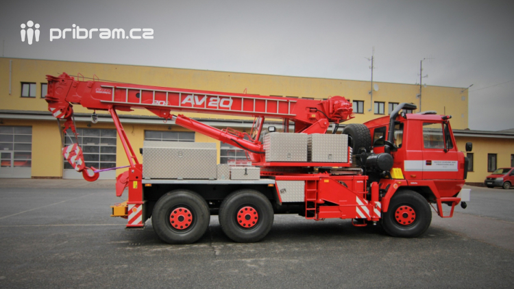 Středočeští hasiči mají dva zmodernizované vyprošťovací automobily