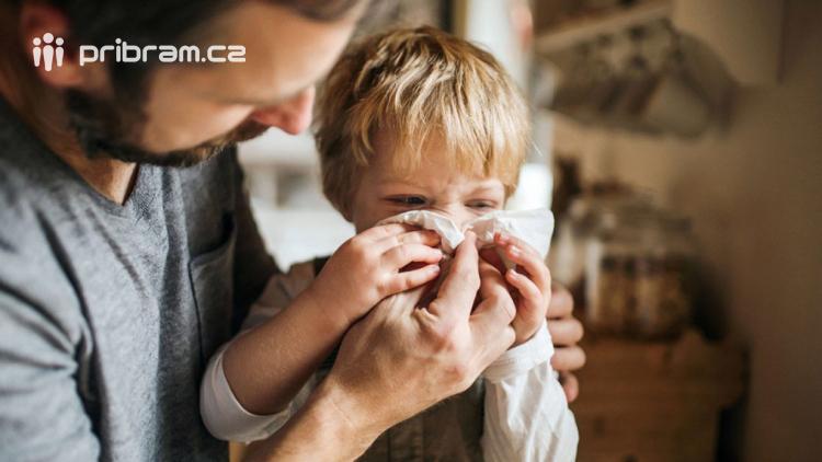 Středočechů s infekcí dýchacích cest opět přibylo. Největší nemocnost je na Příbramsku