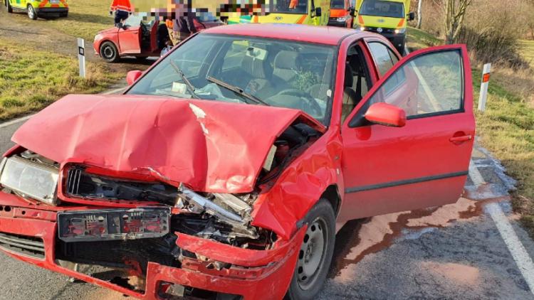 Zranění tří osob si vyžádala nehoda u obce Rybníky