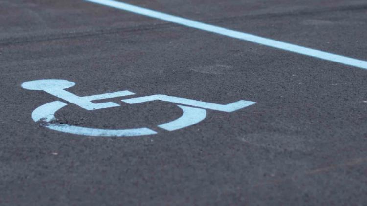 Neoprávněné parkování na místech pro invalidy je v Příbrami hitem. Přestupky se loni ztrojnásobily