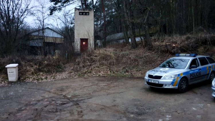 Kolemjdoucí vyděsil nález mrtvého muže, policie vyšetřuje příčinu jeho úmrtí