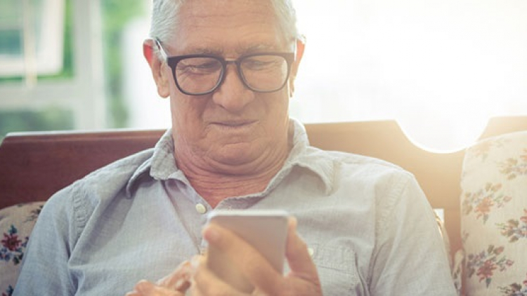Senior léta zneužíval tísňové linky. Požadoval převoz manželky do blázince