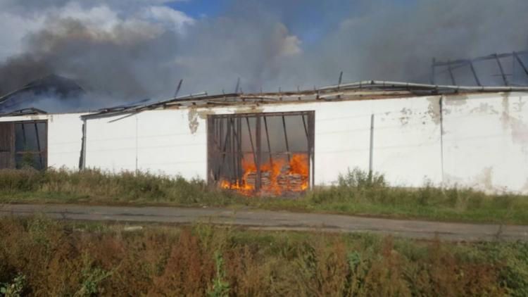 Vyhořelý statek přidělává vrásky zastupitelům Ouběnic. Bojí se o bezpečnost lidí