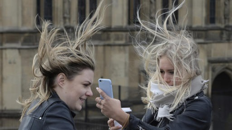 Blíží se silný vítr, pak přijde velké oteplení. O víkendu bude až 14 stupňů