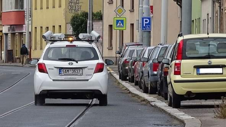 Ulice Příbrami by mohl hlídat parkovací detektiv - auto s kamerami na střeše
