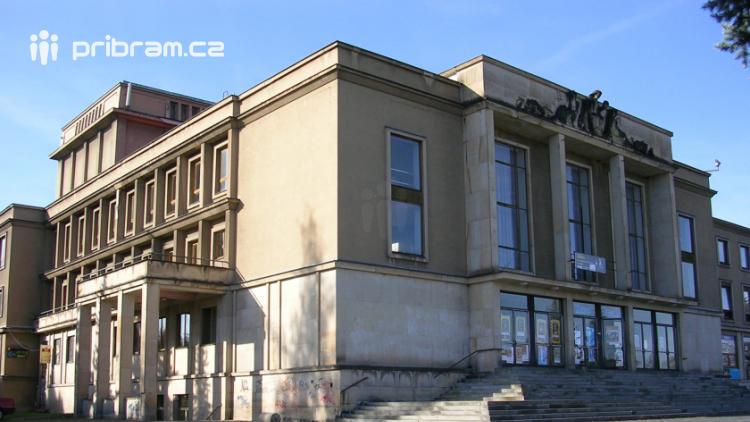 Divadlo Antonína Dvořáka v Příbrami vydává knihu o své historii