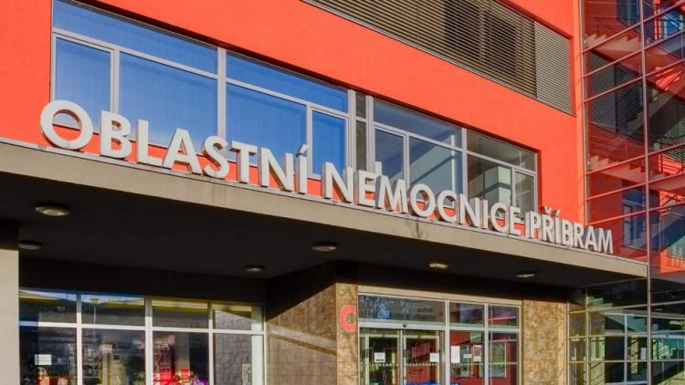 Příbramská nemocnice vyhlašuje zákaz návštěv na všech lůžkových odděleních