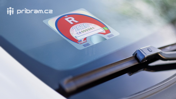 Dálniční známky nejsou na mnoha místech skladem, řidiči nechali nákup na poslední chvíli