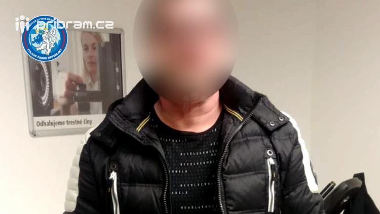 Muž se vydával za agenta CIA, od poškozených vylákal přes 1,5 milionu