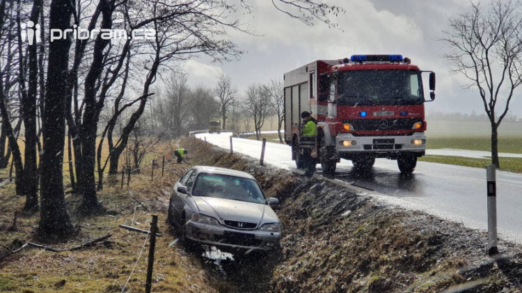 Po dopravní nehodě je u Lázu doprava řízena kyvadlově